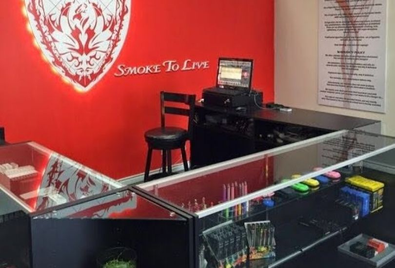 Smoke To Live Vapor & Smoke shop