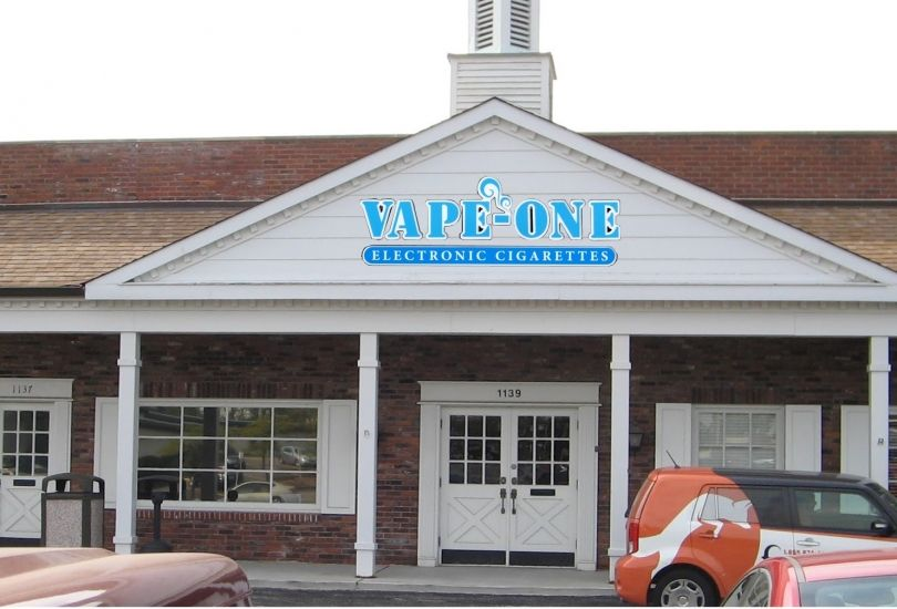 Vape-One & Saucy-One Hot Sauce & E-Cigs - Des Peres - 1139