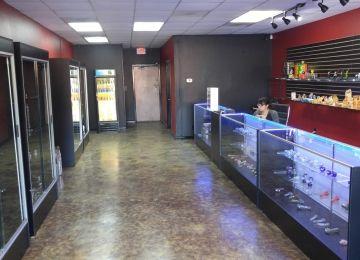 Wolves Den Smoke Shop